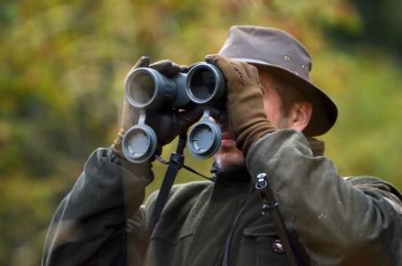 Jäger hält Ausschau